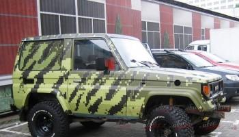 Пиксельный камуфляж на авто